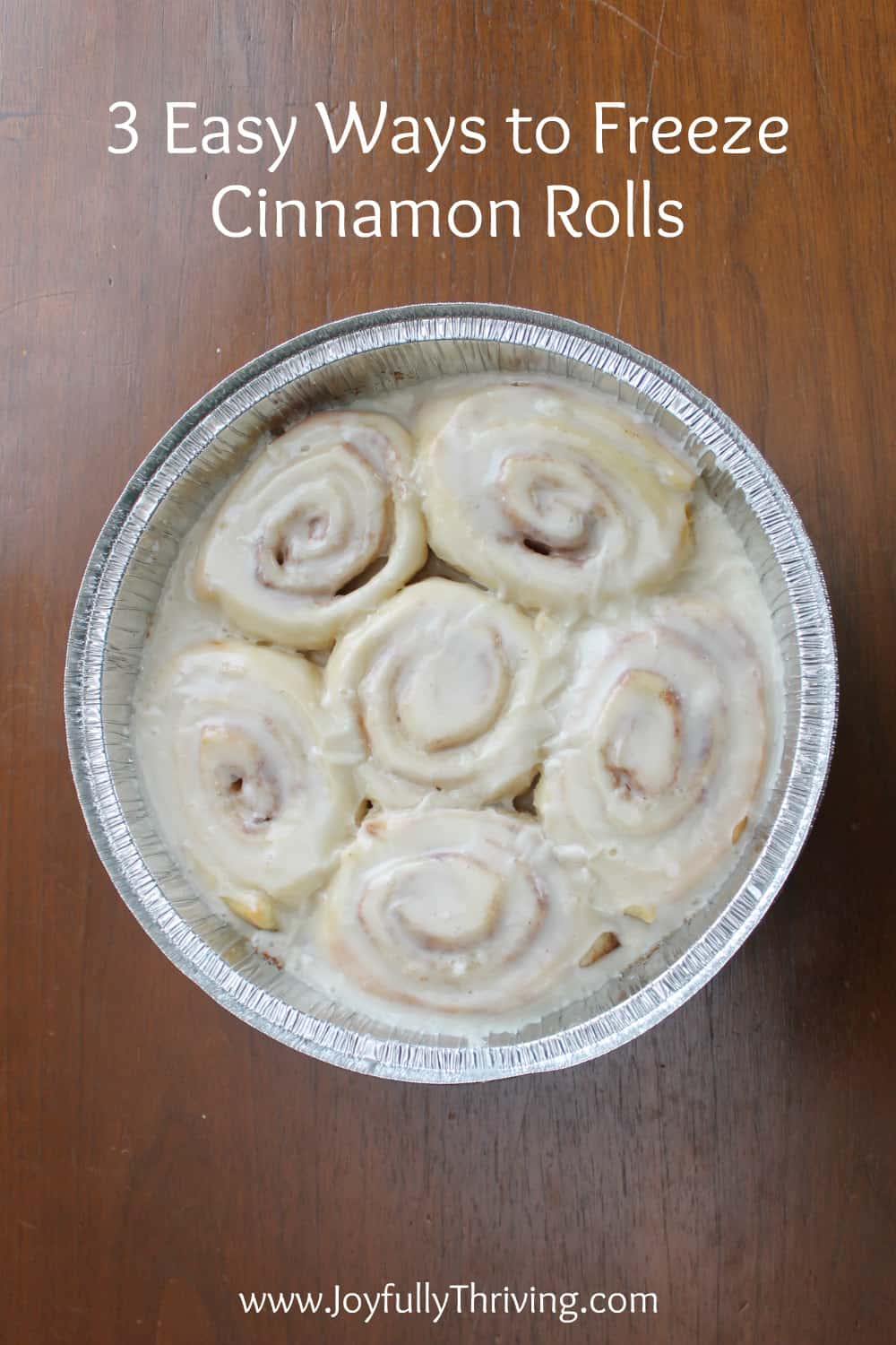 I've always wondered how to freeze cinnamon rolls! Now that I know how to freeze cinnamon rolls, I can enjoy homemade cinnamon rolls easily in the morning! #homemadecinnamonrolls
